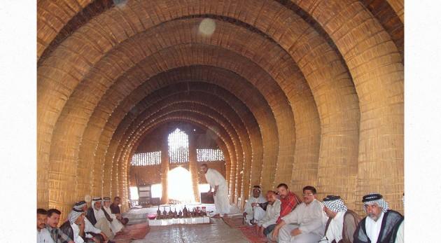 800px-Iraqi_mudhif_interior