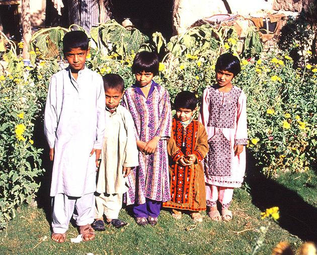 バルーチ遊牧民の子どもたち